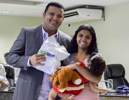 Prefeito Hélio participa de evento da Semana da Criança