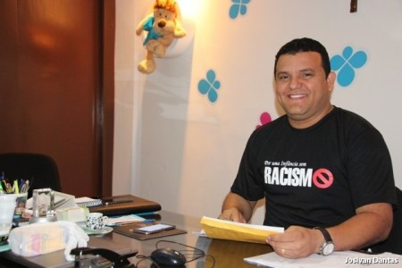Prefeito Hélio veste a camisa campanha