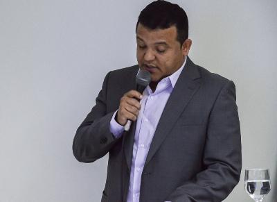 Prefeito Hélio reajusta salário dos servidores ao mínimo nacional