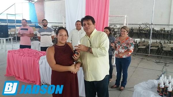 Prefeito Maurício participa da enterga de repelentes